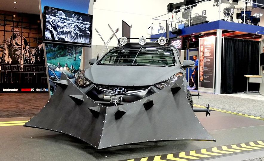 2013 Hyundai Elantra Coupe Zombie Survival Edition - Slide 5