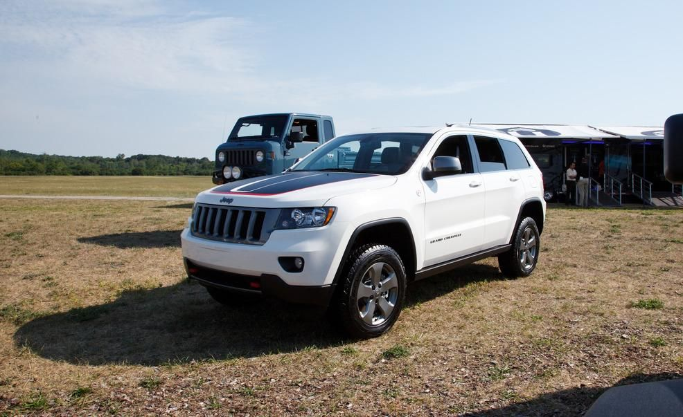 Jeep Introduces OffRoadFriendlier Grand Cherokee Trailhawk for