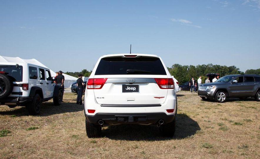 2013 Jeep Grand Cherokee Trailhawk - Slide 2