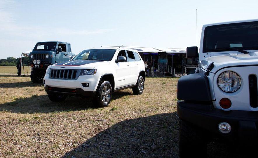 2013 Jeep Grand Cherokee Trailhawk - Slide 3
