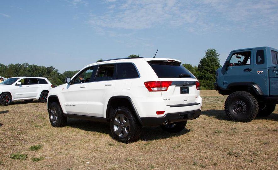 2013 Jeep Grand Cherokee Trailhawk - Slide 4