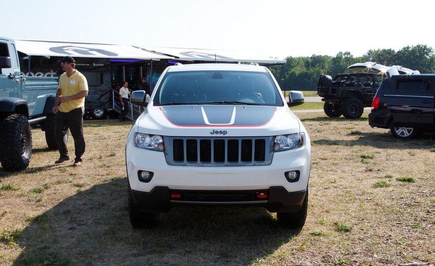 2013 Jeep Grand Cherokee Trailhawk - Slide 6