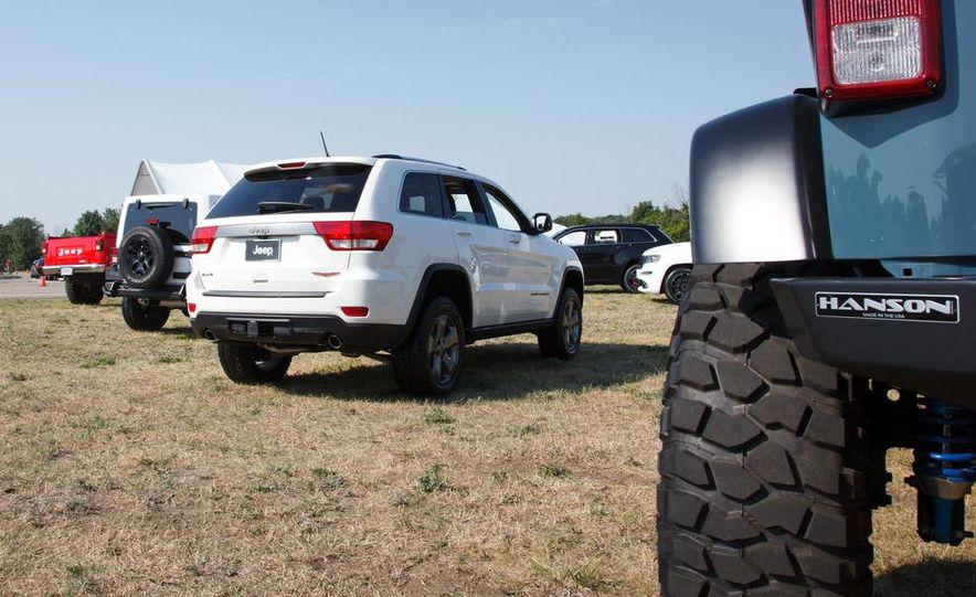 2013 Jeep Grand Cherokee Trailhawk - Slide 7