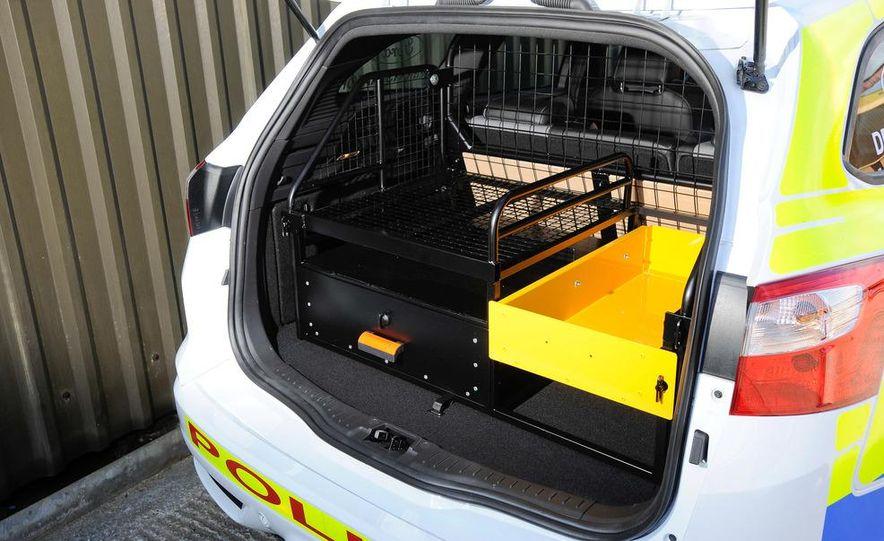 Ford Focus ST wagon cop car (Euro-spec) - Slide 9