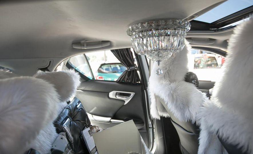 Swarovski Crystal Lexus CT200h - Slide 9