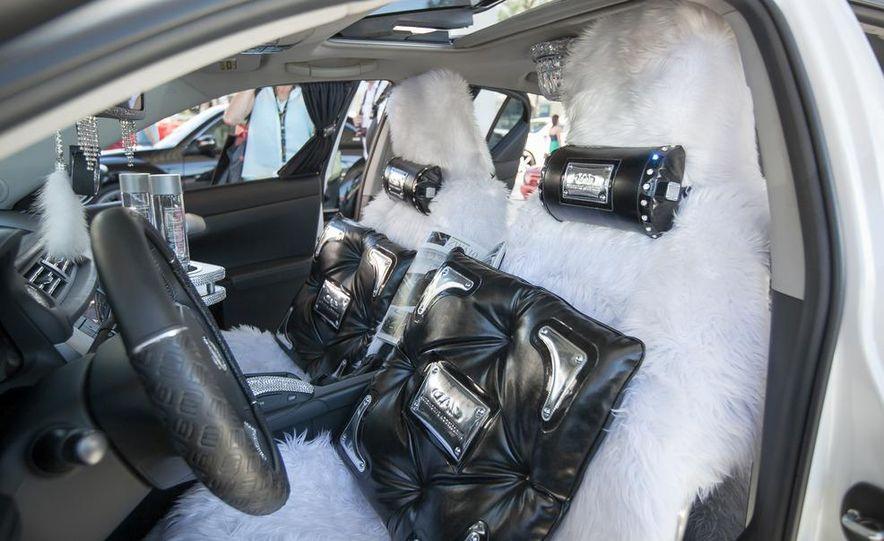 Swarovski Crystal Lexus CT200h - Slide 3