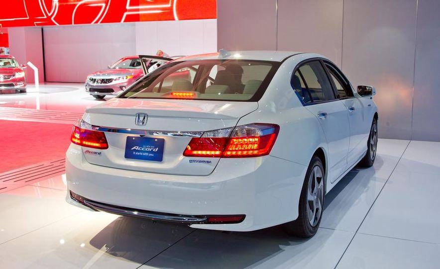 2014 Honda Accord Plug-In Hybrid - Slide 6