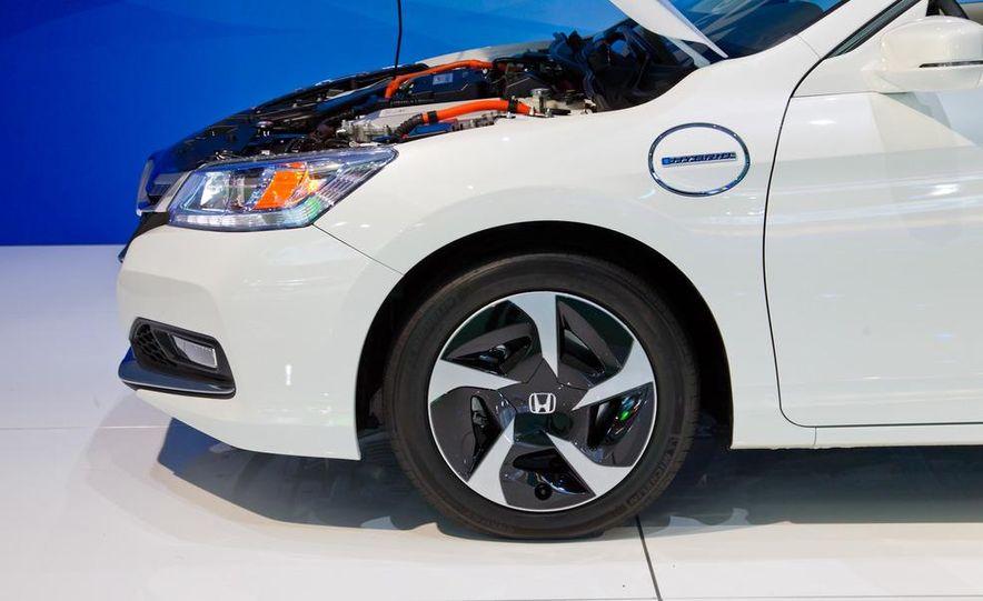 2014 Honda Accord Plug-In Hybrid - Slide 8