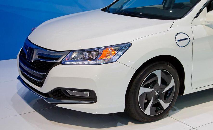 2014 Honda Accord Plug-In Hybrid - Slide 9