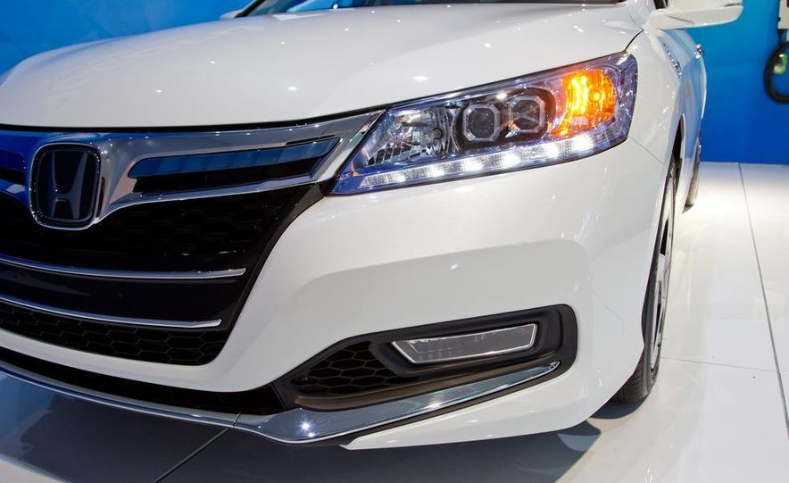 2014 Honda Accord Plug-In Hybrid - Slide 10