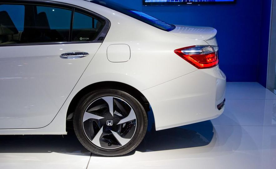 2014 Honda Accord Plug-In Hybrid - Slide 11