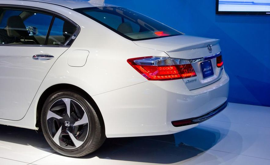 2014 Honda Accord Plug-In Hybrid - Slide 12