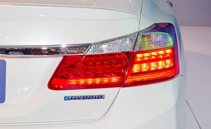 2014 Honda Accord Plug-In Hybrid - Slide 13