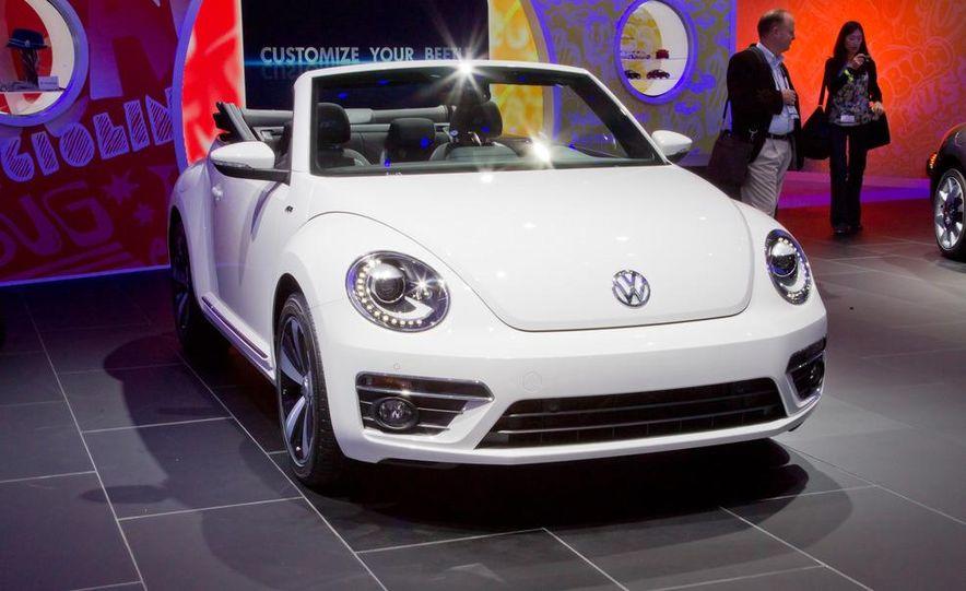 2013 Volkswagen Beetle convertible R-Line - Slide 2