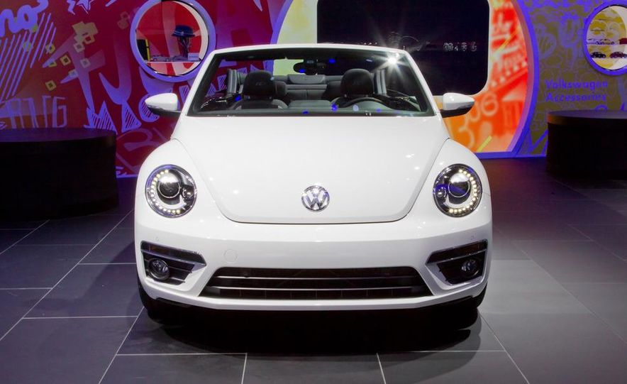 2013 Volkswagen Beetle convertible R-Line - Slide 3