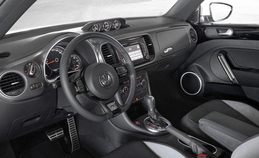 2013 Volkswagen Beetle convertible R-Line - Slide 21