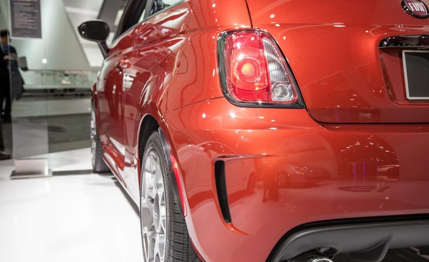 Fiat 500 Abarth Tenebra design concept - Slide 13