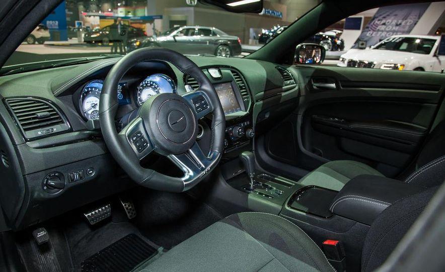 2013 Chrysler 300C SRT8 - Slide 4