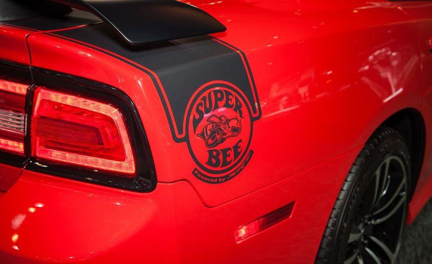 2013 Dodge Charger SRT8 Super Bee - Slide 4