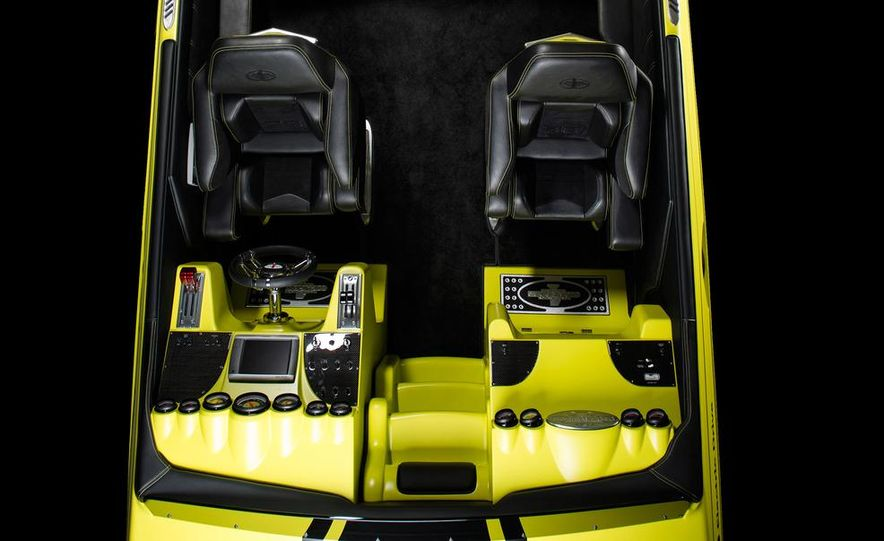 Cigarette AMG Electric Drive powerboat concept and 2014 Mercedes-Benz SLS AMG Electric Drive - Slide 5