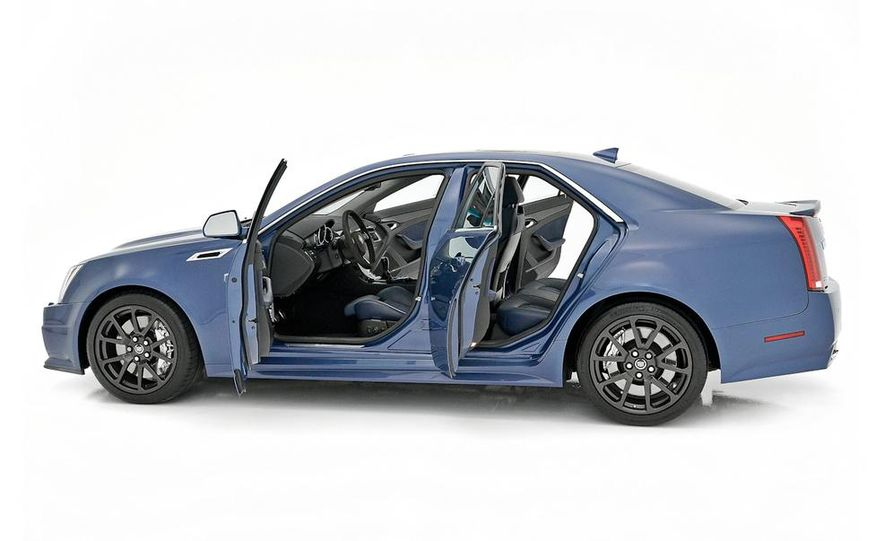 2013 Cadillac CTS-V Coupe Silver Frost Edition - Slide 8