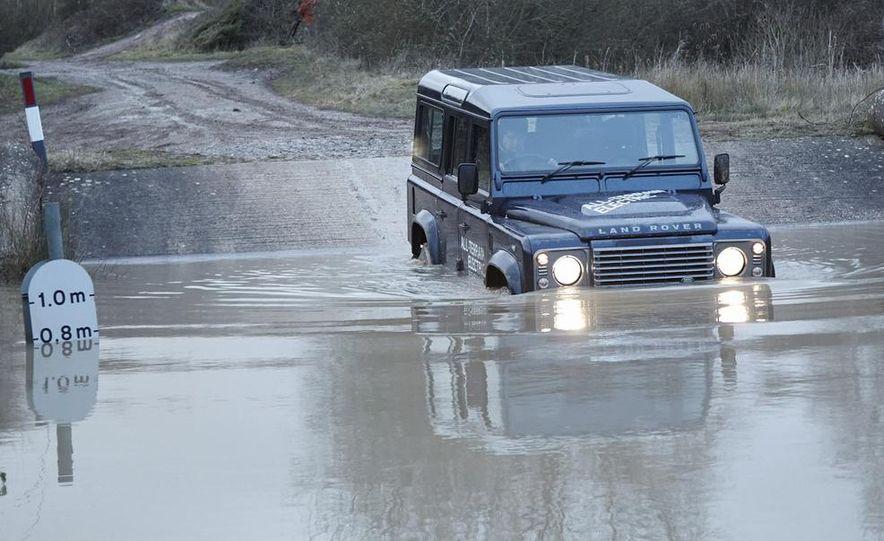 Land Rover Defender electric - Slide 3
