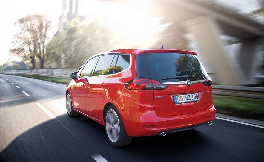 2013 Opel Zafira Tourer BiTurbo - Slide 8