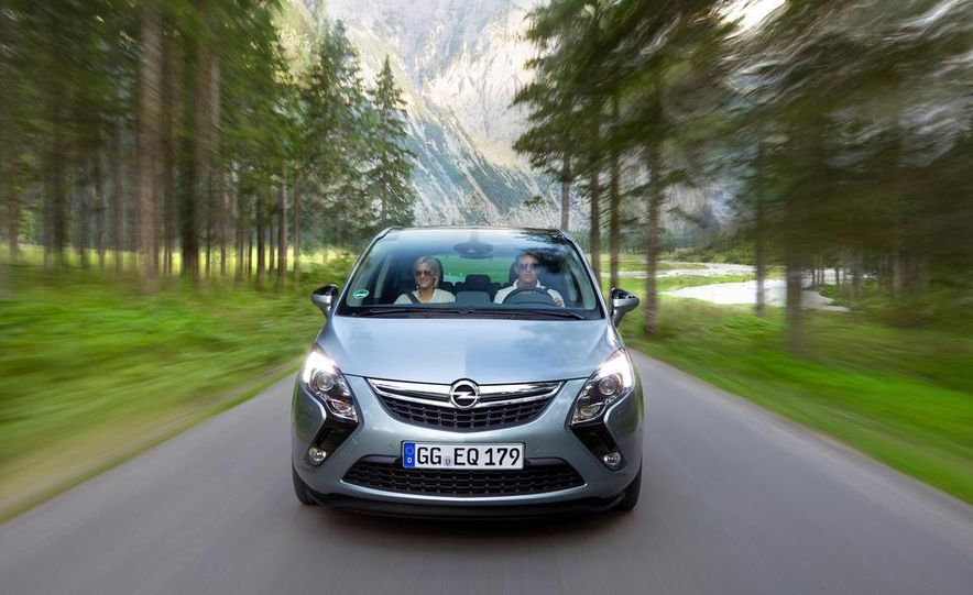 2013 Opel Zafira Tourer BiTurbo - Slide 21