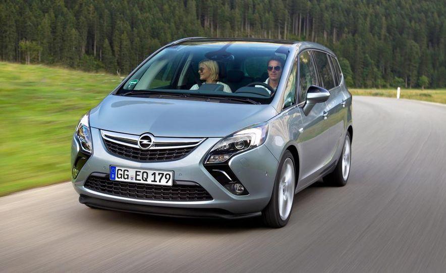 2013 Opel Zafira Tourer BiTurbo - Slide 24