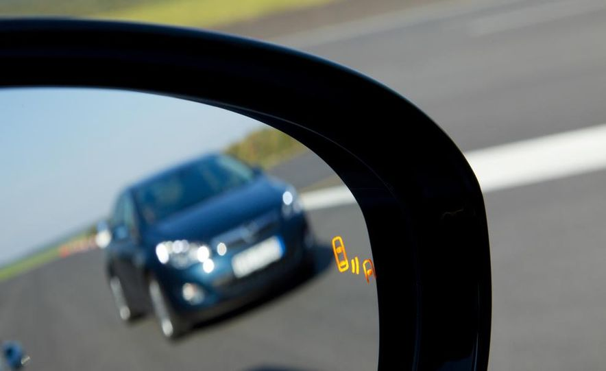 2013 Opel Zafira Tourer BiTurbo - Slide 35
