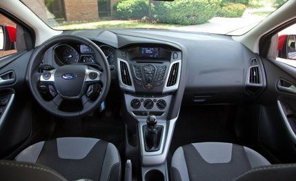 2012 ford focus se long term road test review car and driver rh caranddriver com indicateur de maintenance ford focus 2012 manual ford focus 2012