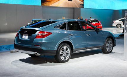 2017 Honda Crosstour Reviews Price Photos And Specs Car Driver