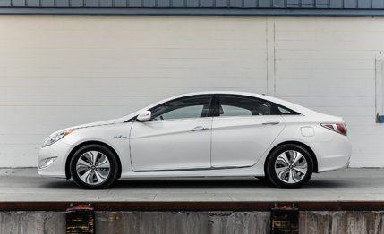 Hyundai Sonata Mpg >> 2013 Hyundai Sonata Hybrid Test Review Car And Driver