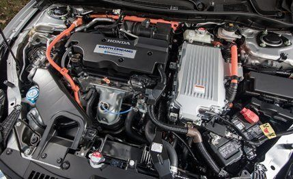 View 18 Photos Hondau0027s First Accord Hybrid Incorporated A V 6 And Delivered  Lackluster Fuel .