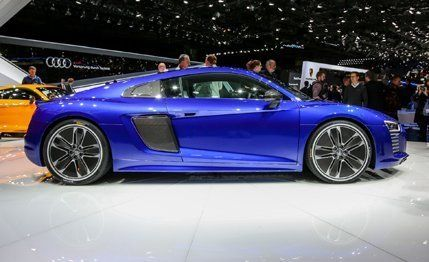 Audi R Etron Photos And Info News Car And Driver - Audi r8 etron