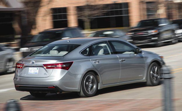 2016 Toyota Avalon >> 2016 Toyota Avalon Hybrid Test Review Car And Driver