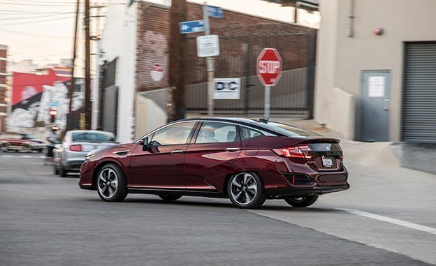 2017 Honda Clarity Fuel Cell Test Review Car And Driver
