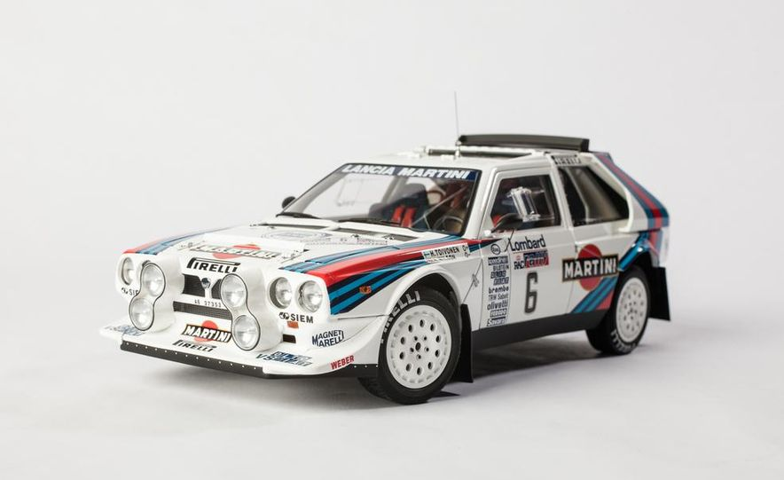 AUTOart 1985 Lancia Delta S4 rally car model - Slide 2