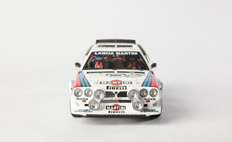 AUTOart 1985 Lancia Delta S4 rally car model - Slide 3