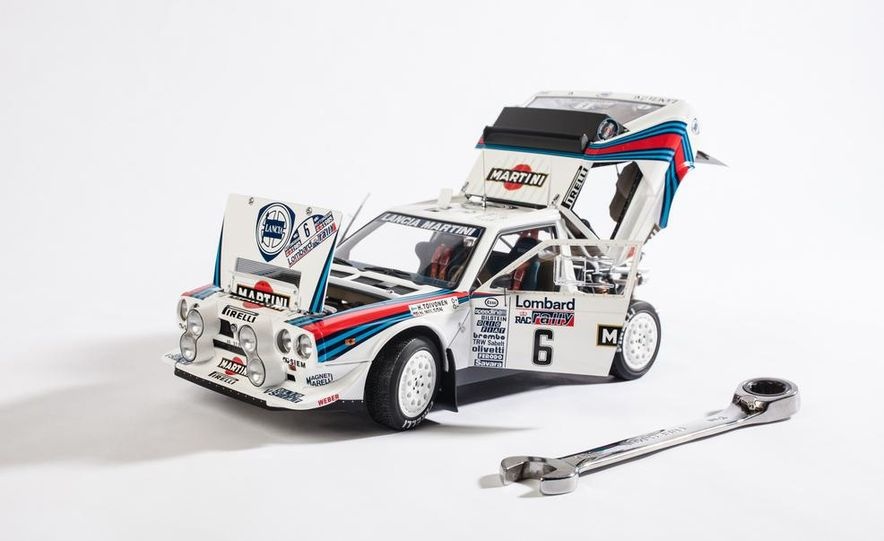 AUTOart 1985 Lancia Delta S4 rally car model - Slide 8
