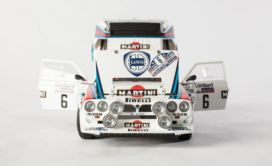 AUTOart 1985 Lancia Delta S4 rally car model - Slide 10