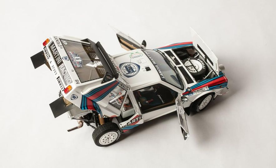 AUTOart 1985 Lancia Delta S4 rally car model - Slide 13