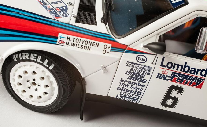 AUTOart 1985 Lancia Delta S4 rally car model - Slide 15