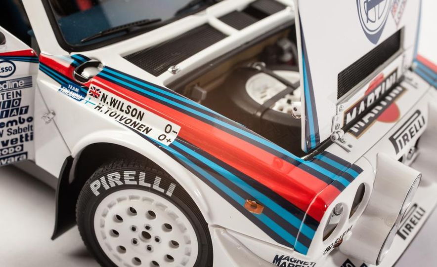 AUTOart 1985 Lancia Delta S4 rally car model - Slide 18