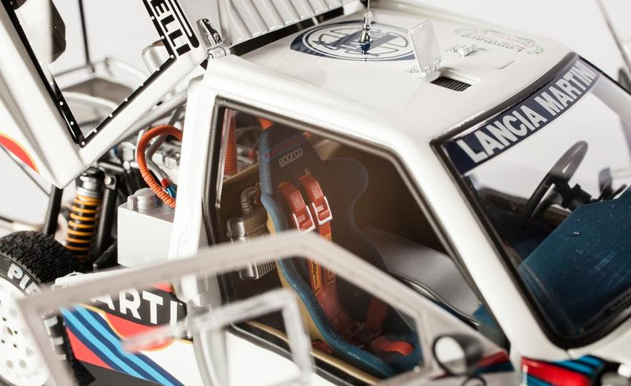AUTOart 1985 Lancia Delta S4 rally car model - Slide 19