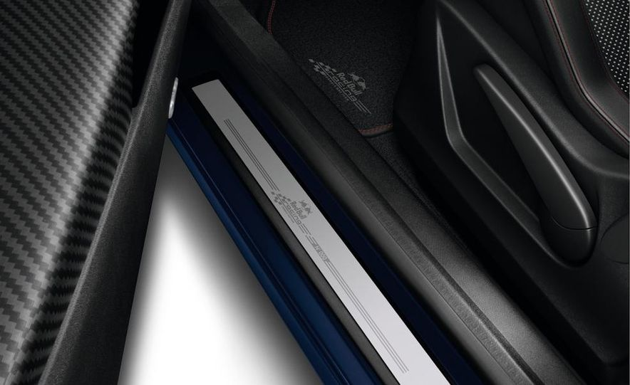 Renault Mégane RS Red Bull Racing RB8 Special Edition - Slide 13
