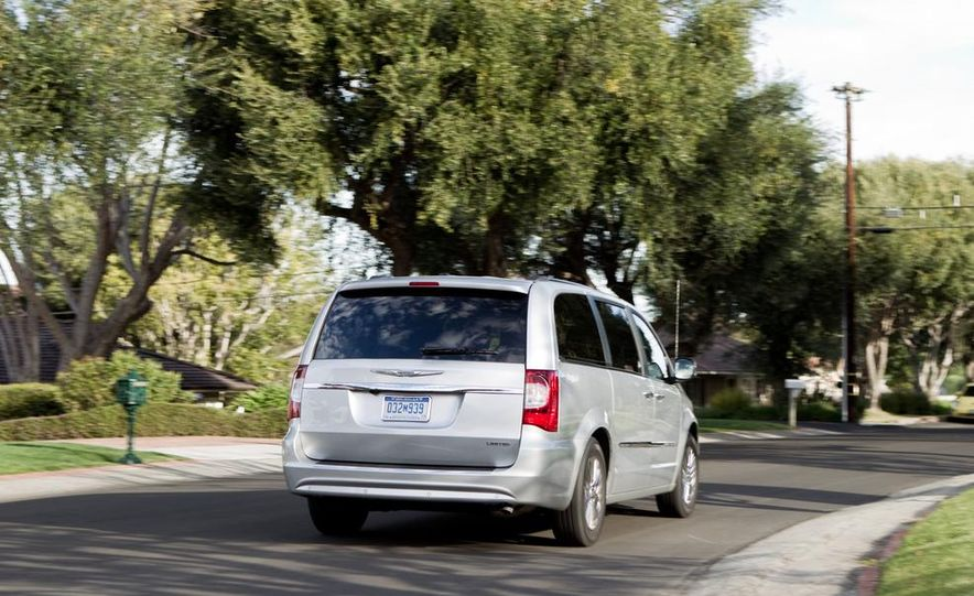 2011 Chrysler Town & Country Limited - Slide 1