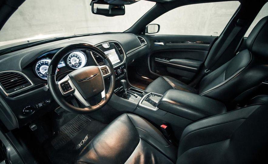 2012 Chrysler 300C - Slide 18