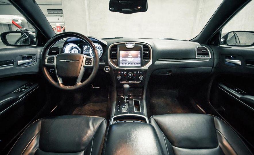 2012 Chrysler 300C - Slide 21
