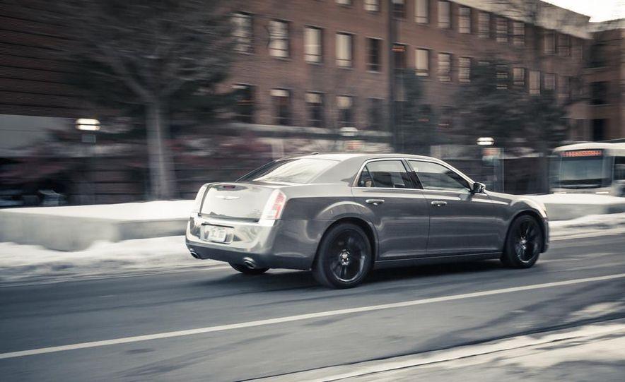 2012 Chrysler 300C - Slide 3